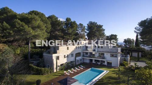 Вилла класса люкс на продажу  Мужен, 650 м², 6 Спальни, 6400000€