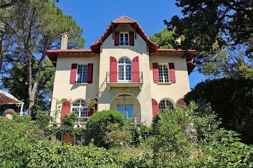 Luxus-Haus zu verkaufen VILLENEUVE LES AVIGNON, 210 m², 5 Schlafzimmer, 975000€