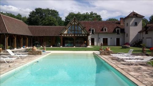 Maison de luxe à vendre VIERZON, 476 m², 5 Chambres, 679250€