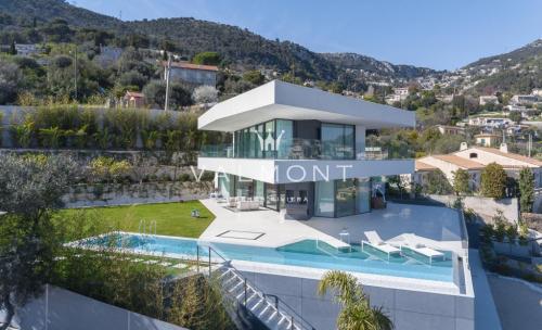 Maison de luxe à louer BEAUSOLEIL, 460 m², 6 Chambres,