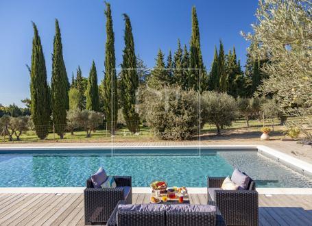 Luxury House for rent LES BAUX DE PROVENCE, 230 m², 3 Bedrooms,