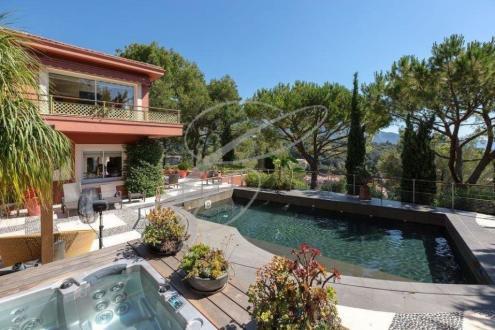 Villa de luxe à vendre ROQUEBRUNE CAP MARTIN, 400 m², 4 Chambres, 3300000€