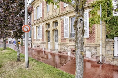 Дом класса люкс на продажу  Довиль, 130 м², 4 Спальни, 1050000€