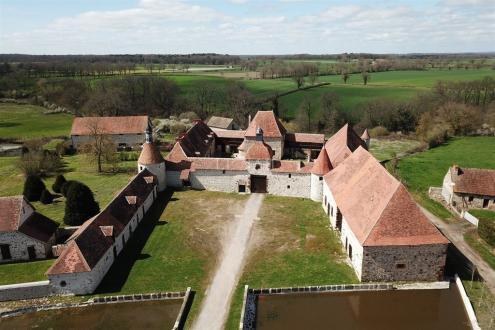 Château / Manoir de luxe à vendre MONTLUCON, 200 m², 3 Chambres, 1272000€