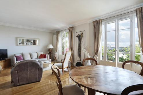 Luxury Apartment for sale COURBEVOIE, 82 m², 3 Bedrooms, € 955 000