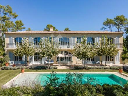 Maison de luxe à vendre TOURRETTES, 8 Chambres, 10950000€
