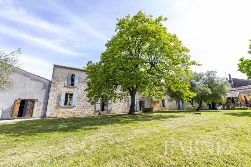 Дом класса люкс на продажу  Бордо, 411 м², 2555000€