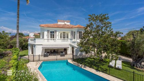 Luxury House for rent CAP D'ANTIBES, 350 m², 6 Bedrooms,