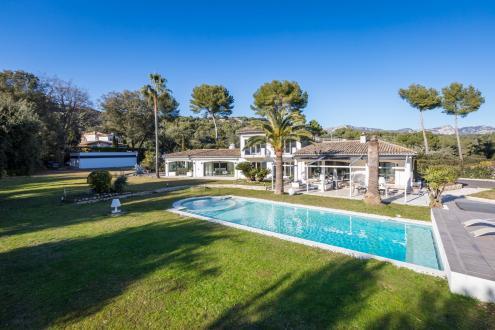 Поместье класса люкс на продажу  Ла-Коль-Сюр-Лу, 450 м², 6 Спальни, 2650000€