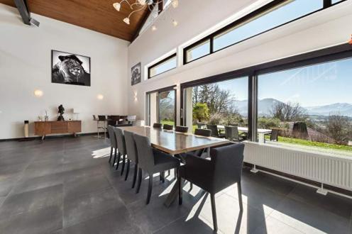 Дом класса люкс на продажу  Приньи, 251 м², 4 Спальни, 1350000€