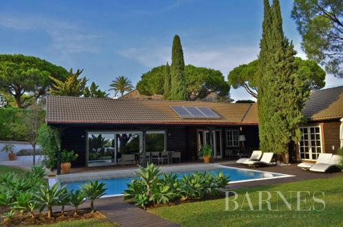 Вилла класса люкс на продажу  Испания, 340 м², 4 Спальни, 1350000€