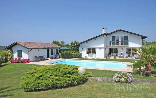 Luxury House for rent SAINT PEE SUR NIVELLE, 270 m², 4 Bedrooms,