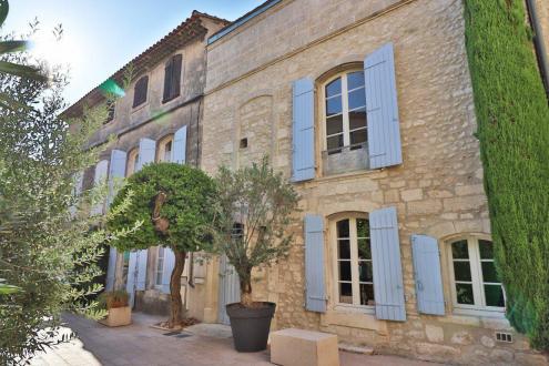 Дом класса люкс на продажу  Сен-Реми-Де-Прованс, 168 м², 3 Спальни, 770400€