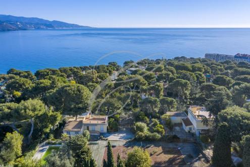 Luxury Villa for sale ROQUEBRUNE CAP MARTIN, 400 m², €2600000