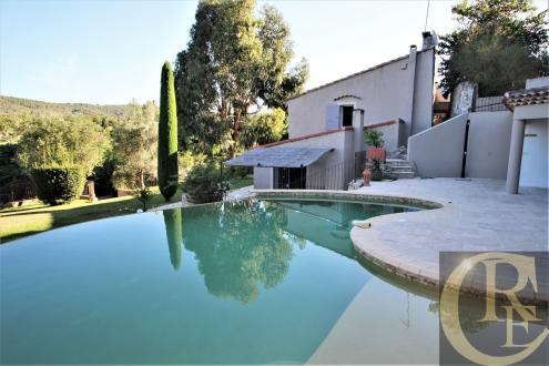 Дом класса люкс на продажу  Кассис, 180 м², 4 Спальни, 1250000€