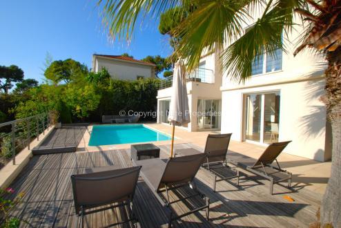 Дом класса люкс на продажу  Эз, 160 м², 4 Спальни, 2100000€