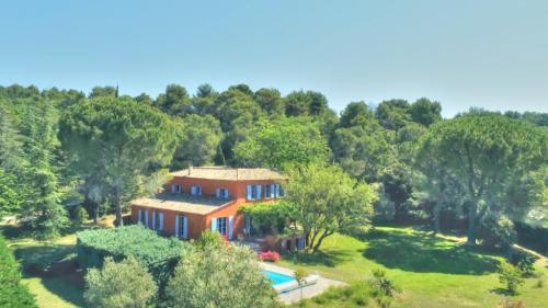 Maison de luxe à vendre VAISON LA ROMAINE, 270 m², 7 Chambres, 675000€