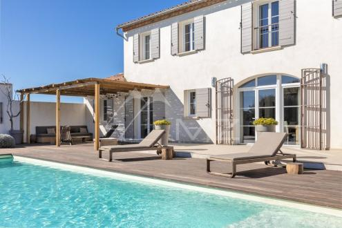 Luxury Property for sale ARLES, 5 Bedrooms, € 1 550 000