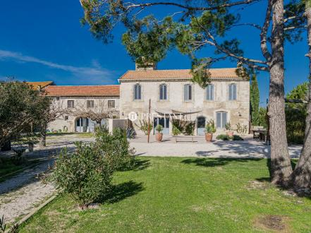 Luxury House for sale ARLES, 550 m², 8 Bedrooms, € 997 500
