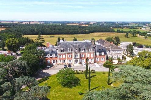 Château / Manoir de luxe à vendre ANGERS, 8380 m², 127 Chambres, 1600000€