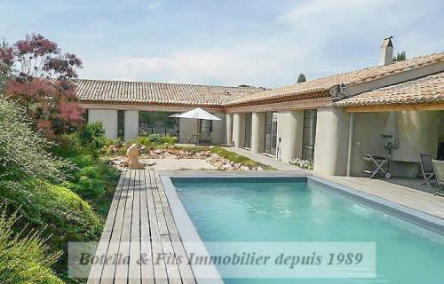 Luxe Huis te koop UZES, 290 m², 4 Slaapkamers, 755000€