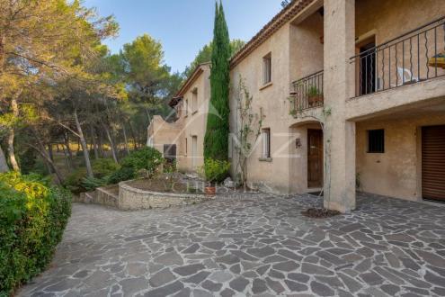 Дом класса люкс на продажу  Экс-Ан-Прованс, 225 м², 3 Спальни, 1290000€