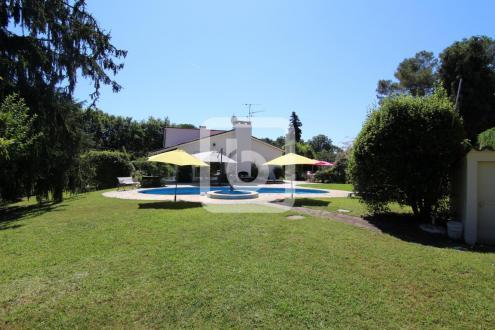 Villa de luxe à vendre ROQUEFORT LES PINS, 180 m², 5 Chambres, 1090000€
