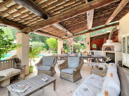 Дом класса люкс на продажу  Мобек, 300 м², 6 Спальни, 895000€