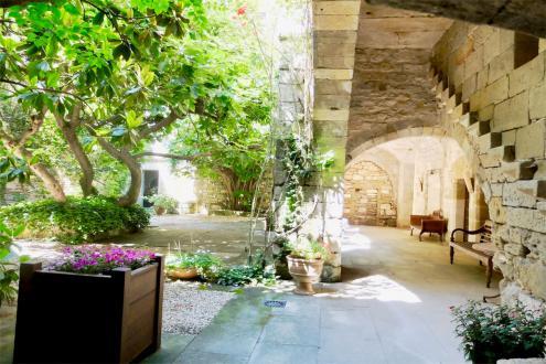 Château / Manoir de luxe à vendre UZES, 770 m², 10 Chambres, 1480000€