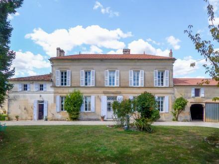Propriété de luxe à vendre SAINTES, 785 m², 12 Chambres, 927500€