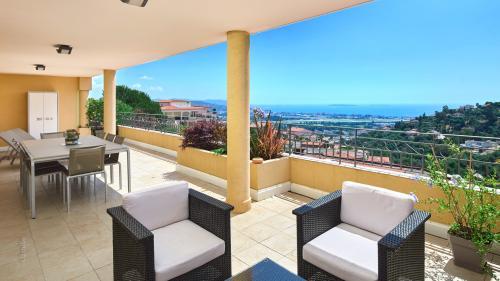 Luxus-Wohnung zu verkaufen MANDELIEU LA NAPOULE, 67 m², 2 Schlafzimmer, 615000€