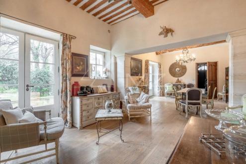 Дом класса люкс в аренду Л'Иль-Сюр-Ла-Сорг, 600 м², 6 Спальни,