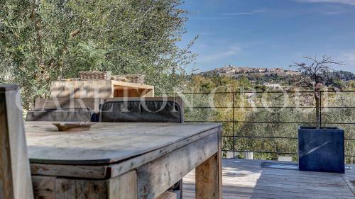 Luxus-Villa zu verkaufen LA COLLE SUR LOUP, 220 m², 4 Schlafzimmer, 1495000€