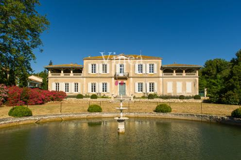Luxury Vineyard/equestrian property for sale NARBONNE, 800 m², €3604000