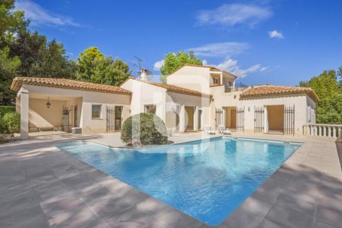 Villa de luxe à vendre LE ROURET, 232 m², 5 Chambres, 995000€