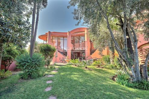 Дом класса люкс на продажу  Марракеш, 660 м², 5 Спальни, 840000€