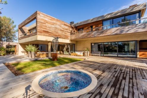Maison de luxe à louer TOURRETTES, 580 m², 5 Chambres,