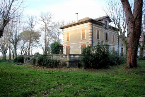 Luxus-Haus zu verkaufen SAINT LAURENT D'AIGOUZE, 300 m², 15 Schlafzimmer, 850000€