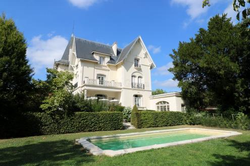 Поместье класса люкс на продажу  Брюнуа, 390 м², 7 Спальни, 1360000€