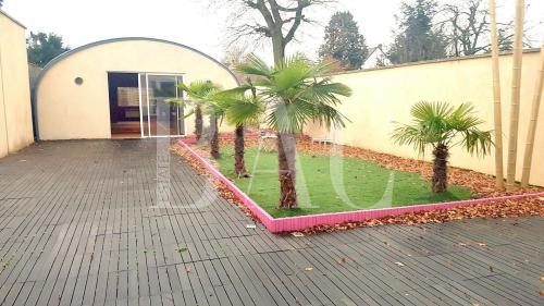 Дом класса люкс на продажу  MAURECOURT, 667 м², 5 Спальни, 990000€