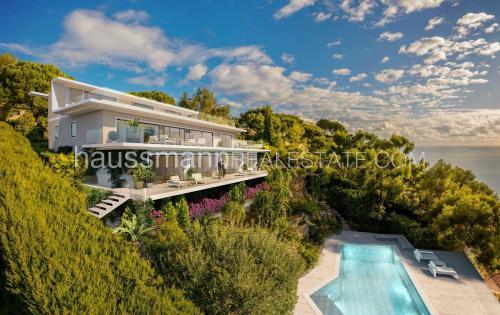 Villa de luxe à vendre ROQUEBRUNE CAP MARTIN, 365 m², 6 Chambres, 7500000€