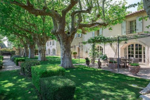 Farm di lusso in vendita L'ISLE SUR LA SORGUE, 400 m², 9 Camere, 2070000€