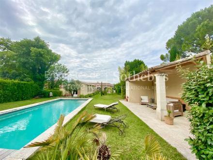 Дом класса люкс на продажу  Сен-Реми-Де-Прованс, 197 м², 3 Спальни, 1190000€