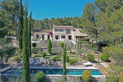 Maison de luxe à louer LES BAUX DE PROVENCE, 300 m², 7 Chambres,