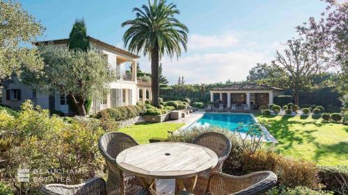 Maison de luxe à louer MOUGINS, 560 m², 6 Chambres,