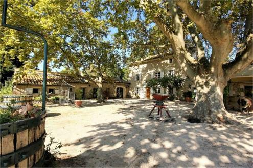 Proprietà di lusso in vendita CHATEAUNEUF DE GADAGNE, 901 m², 14 Camere, 1490000€