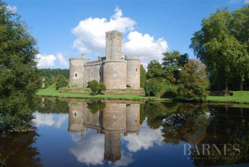 Château / Manoir de luxe à vendre LIMOGES, 3000 m², 16 Chambres, 21000000€