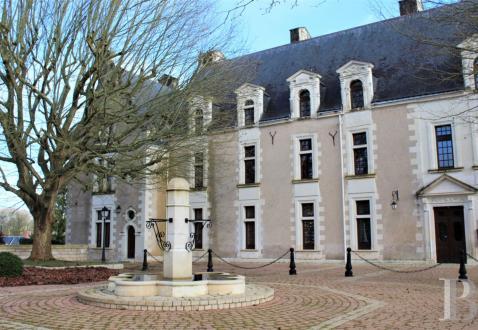 Усадьба / Поместье класса люкс на продажу  Тур, 1490 м², 20 Спальни, 3400000€