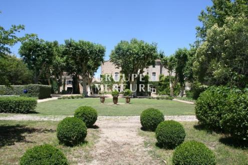Luxe Kasteel/landhuis te koop UZES, 880 m², 8 Slaapkamers, 1948000€