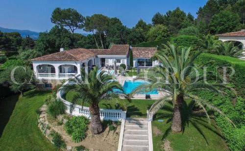 Casa di lusso in affito LE CANNET, 288 m², 7 Camere,